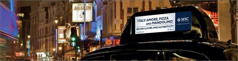 Taxi con annuncio visto da vicino
